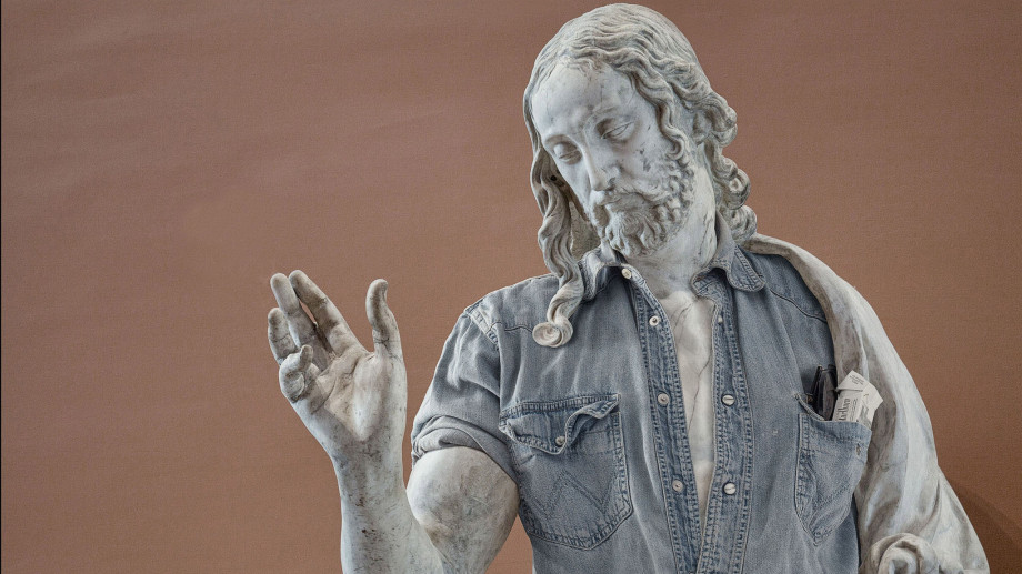 Statui din Luvru în stil hipster