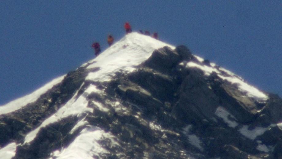 Record mondial la nivelul Everestului