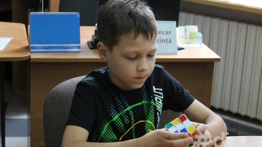 (foto, video) De la 10 până la 15 secunde pentru Cubulețul lui Rubik