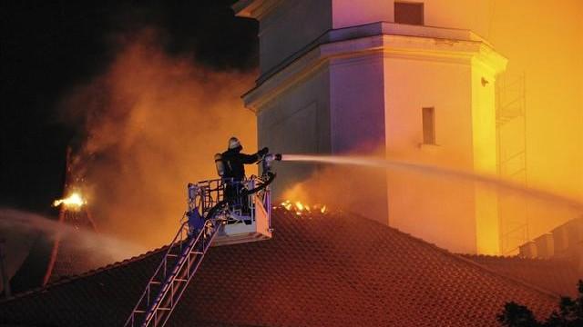 (foto) Castelul din Riga prins în flăcări