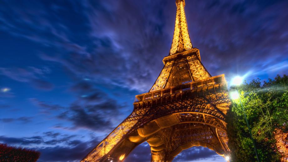 Bun venit la Turnul Eiffel!