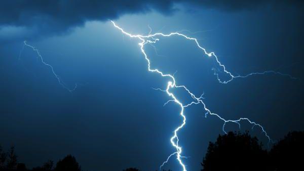 O femeie în vârstă de 30 de ani a fost lovită mortal de fulger