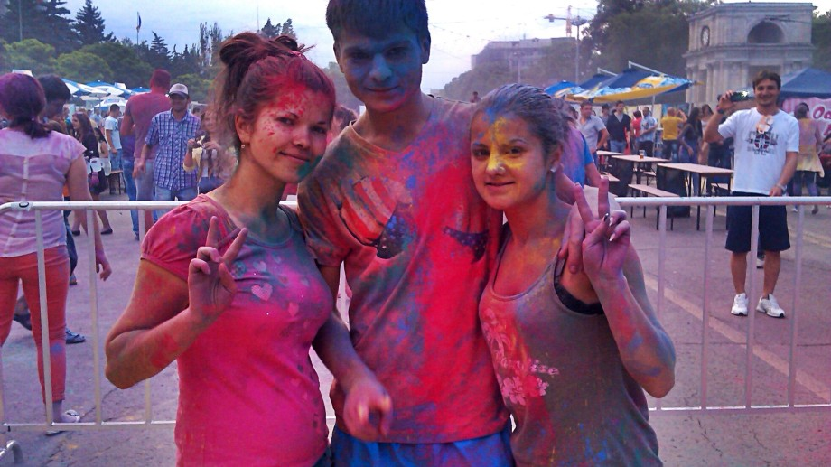 (video) Holi Fest la Zile Bune Fest