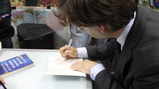 Nicu Popescu și-a lansat cartea la Chișinău