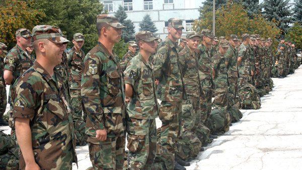 Soldații în termen mai mic – maltratați și șantajați de superiori