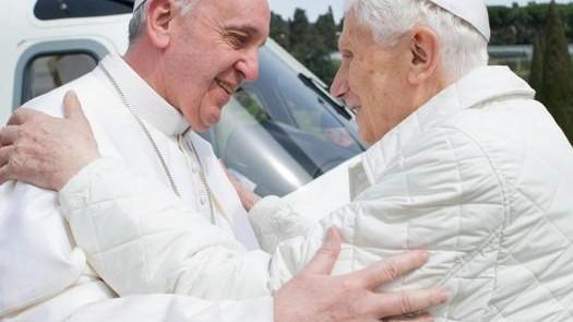 Benedict al XVI-lea se întoarce la Vatican