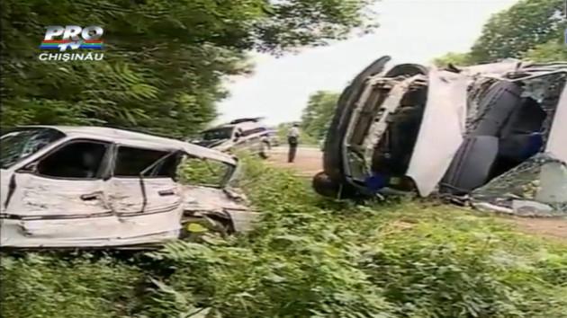 Un microbuz cu pasageri s-a răsturnat lângă Orhei!
