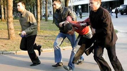Doi poliţişti vor face puşcărie pentru torturarea unui minor la 7 aprilie 2009