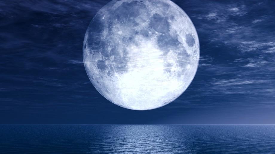 În această noapte luna va fi mai mare decât de obicei