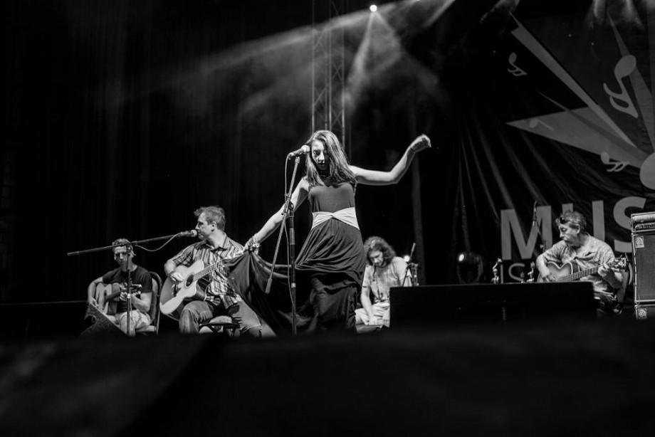 """Lidia Scarlat: """"Dorul de muzică s-a sincronizat cu propunerea de a face parte din trupa Cuibul"""""""