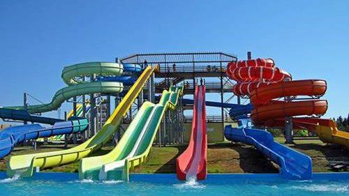 (foto) Primul parc acvatic din țară se deschide astăzi la Sociteni