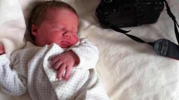 (foto) Ei sunt bebelușii care s-au născut în aceeași zi cu Prințul Cambridge