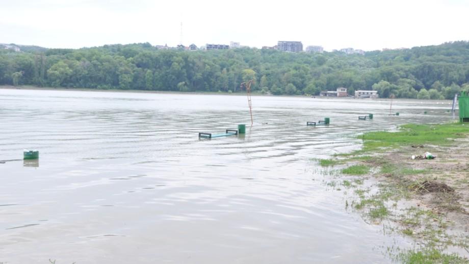 """Nivelul apei din lacul """"Valea Morilor"""" a atins cota maximă"""