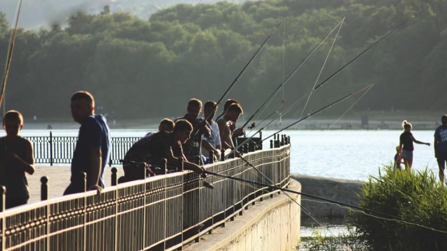 (foto) Ce fac oamenii în parcul Valea Morilor?