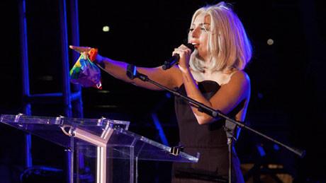 (video) Gaga modifică imnul SUA pentru parada LGBT din New York