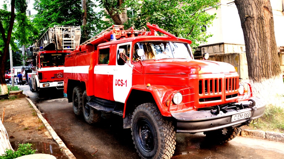 (video) Peste 30 de persoane au fost evacuate dintr-un incendiu