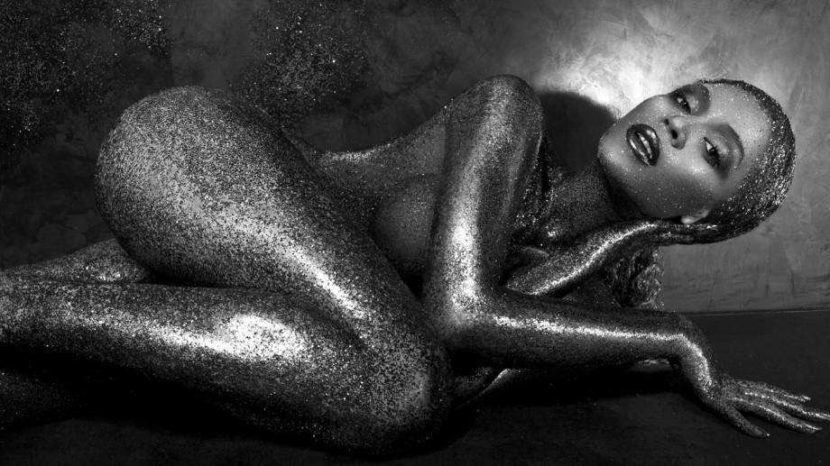 """(foto) Beyonce – goală pe coperta revistei """"Flaunt"""""""