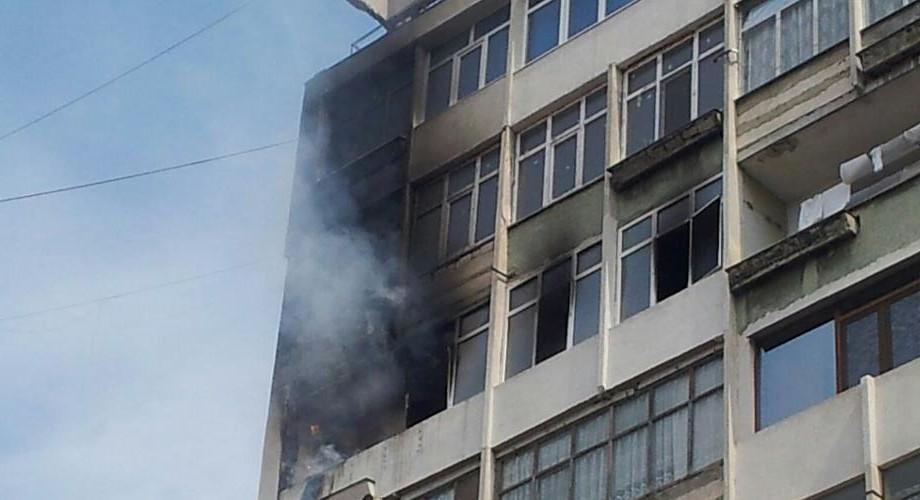 Incendiu în capitală: Un balcon a luat foc