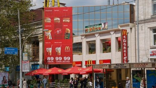 (video) Gândaci la McDonalds-ul din centrul Chişinăului?