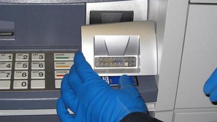 (video) Patru hoți care goleau bancomatele, prinși de polițiști