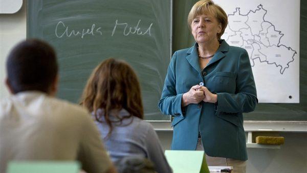 Angela Merkel a predat lecții de istorie pentru elevii nemți