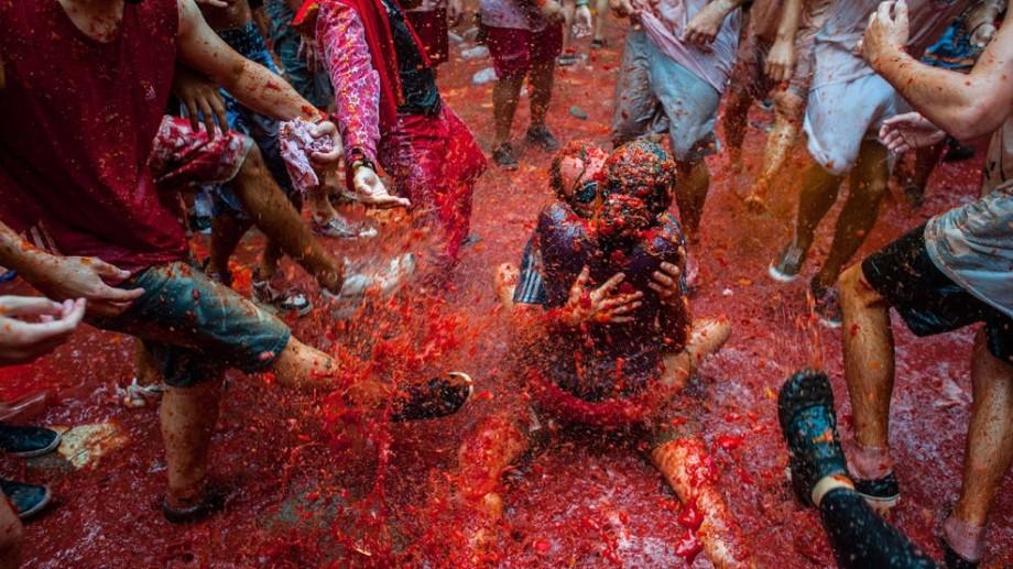 """(foto) Festivalul """"La Tomatita"""" – bătălia cu roșii din acest an"""