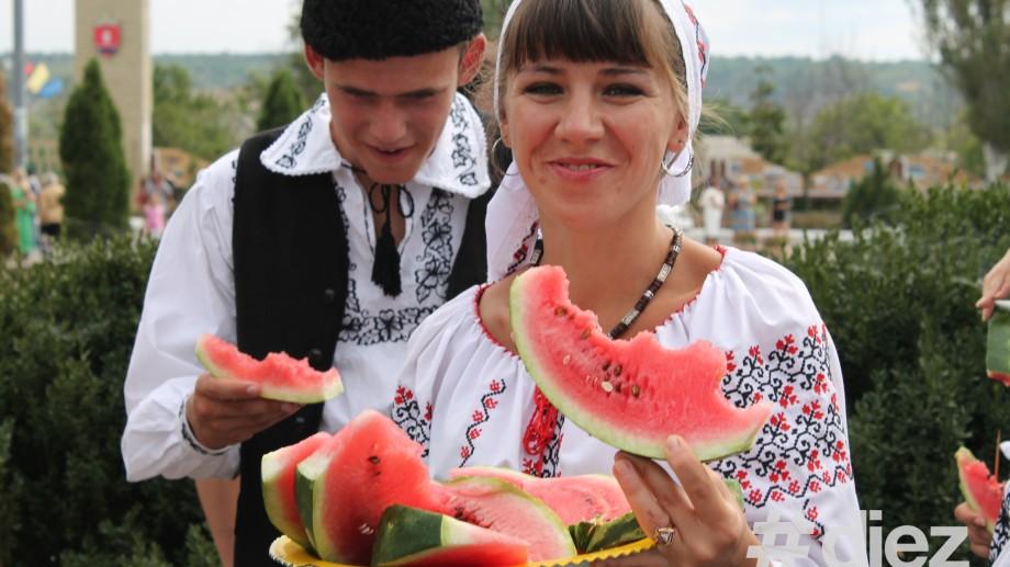 """(foto) Muzică şi voie bună la Criuleni în cadrul Festivalului folcloric """"Meşterul Manole"""""""