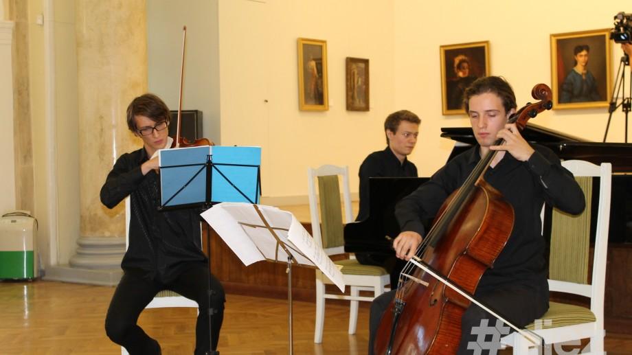 """(foto)  Vineri se ascultă muzică clasică la """"Interferența Artelor"""""""
