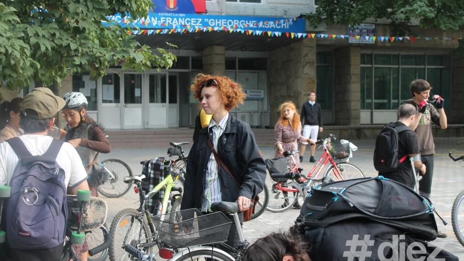 (foto) Parada Velo cu fundițe, cravate și papioane a pornit