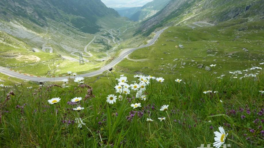 10 motive să vezi Transfăgărașanul – drumul care zgârâie norii