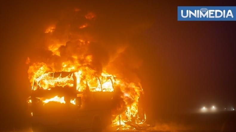 Autocarul de pe ruta București-Chișinău a luat foc din mers
