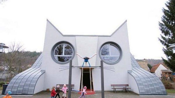 Școală în formă de pisică pentru copiii din Germania