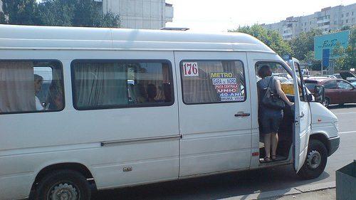 Greva șoferilor de microbuze continuă