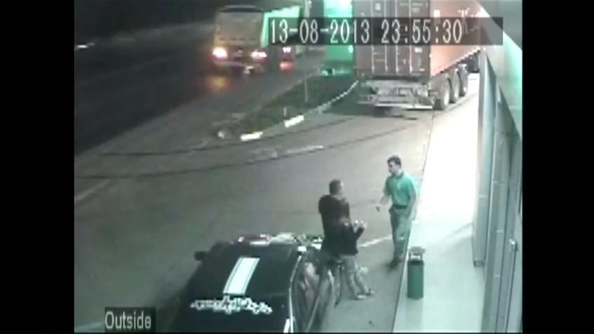 Secvență de la camerele de supraveghere de la stația Bemol: Poliția nu i-a urmărit pe tinerii implicați în accident