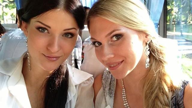 (video) Miss Lituania învață limba rusă de la Miss Moldova