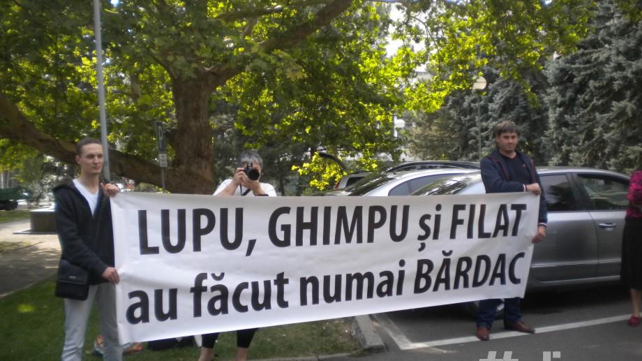 """(foto) """"Jos privatizarea"""" în fața Guvernului"""