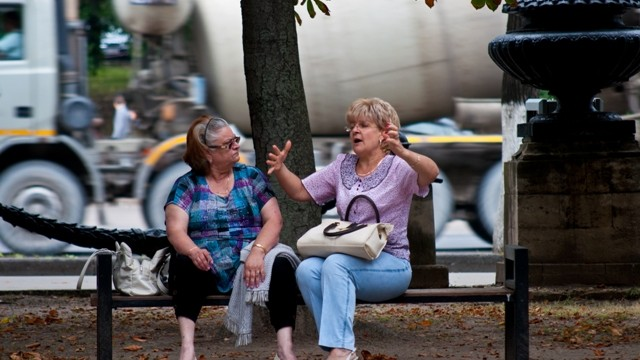 (foto) Ce fac oamenii în Scuarul Catedralei? part I