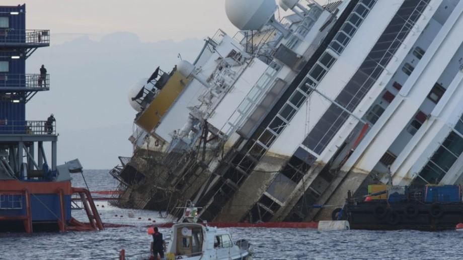 (foto) Salvarea navei Costa Concordia a început astăzi