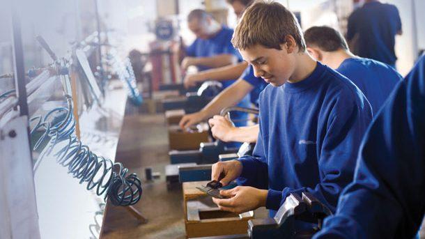 Elevii vor învăța cum să-și organizeze o afacere