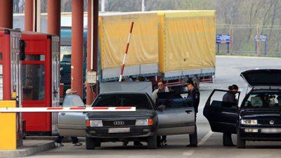 O mașină cu numere diplomatice implicată într-un caz de contrabandă
