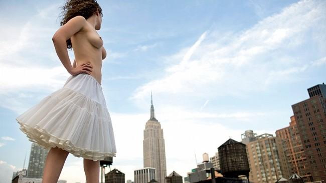 (foto) Femeile din New York se dezbracă pentru Jordan Matter