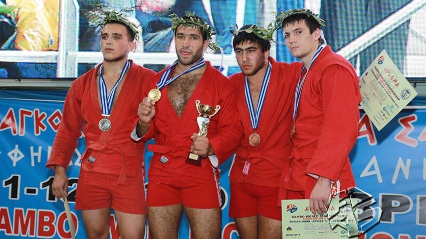 10 medalii pentru tinerii moldoveni la Campionatul Mondial de Sambo