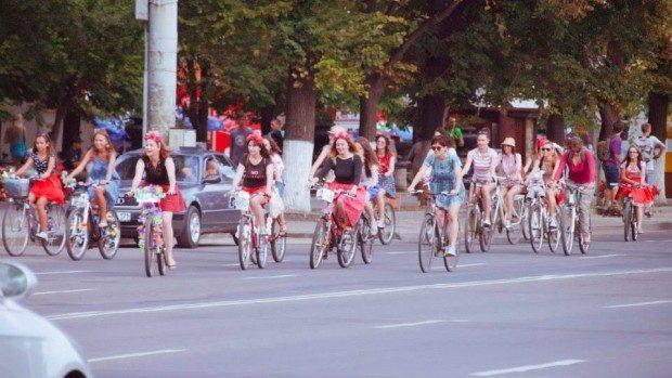 """3 motive pentru care trebuie să vii la """"Fete pe biciclete"""""""