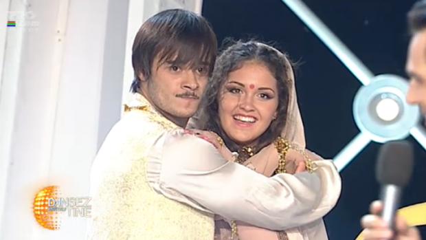 """(video) Dima Trofim la """"Dansez pentru tine"""" cu un dans demn de un film Bollywood"""