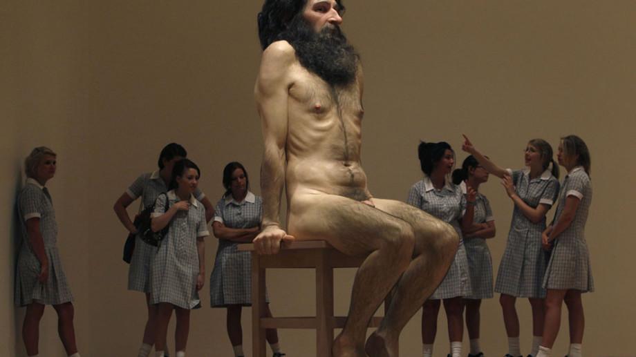 (foto) Sculptura hiperrealistă a lui Ron Mueck