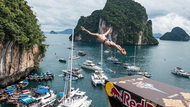 (foto, video) Red Bull Cliff Diving: Sărituri spectaculoase de pe stânci
