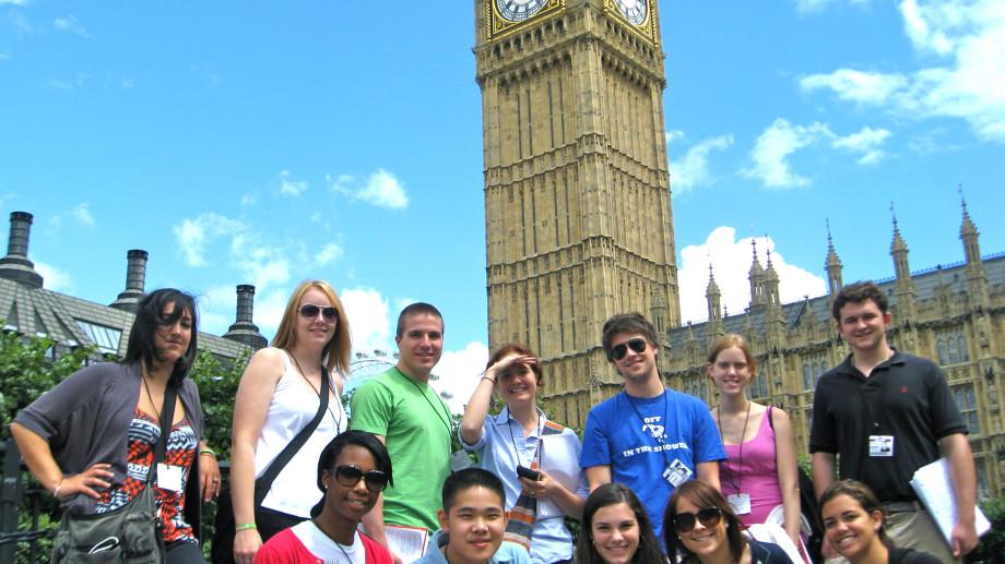 3 motive pentru a studia în străinătate