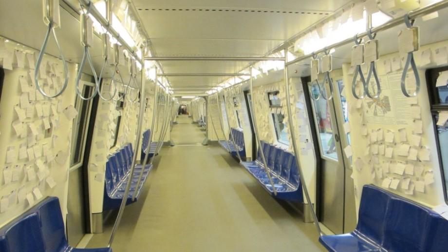 Metroul din București a fost umplut cu 260.000 strofe de poezie