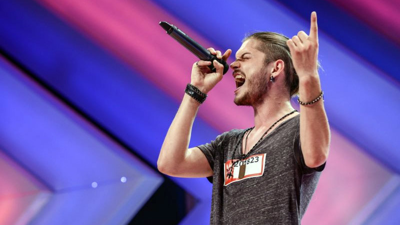 (video) Un rocker rebel moldovean a cucerit jurații la X-Factor România