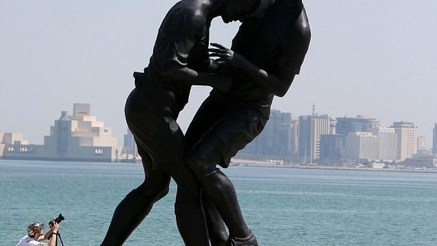 (foto) A fost inaugurată statuia lui Zidane cum îl lovește pe Materazzi